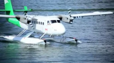Twin engine Seaplane arriving, Vancouver — Vídeo Stock