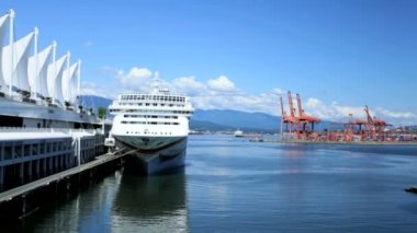 Canada Place cruise ship terminal, Vancouver — Stock Video