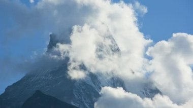 Cloud clearing slopes and mountain — Stockvideo