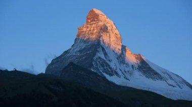 Sunrise at majestic Matterhorn summit — Stock Video