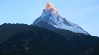 Sun rising on Matterhorn summit — Stock Video