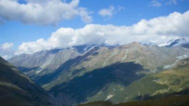 Zermatt deep in the valley — Vídeo de stock