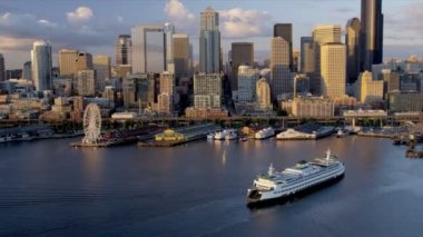 Aerial view at sunset downtown Inter Island Car ferry, USA — Stock Video