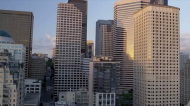 Aerial low level view sunset  city Skyscrapers downtown, Seattle, USA — Stock Video
