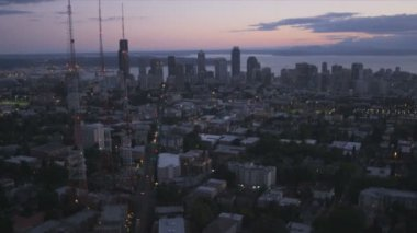 Aerial sunset view Seattle, Queen Anne Hill and 3 television masts, USA — Stock Video