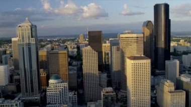 Luchtfoto bij zonsondergang van columbia center, seattle usa — Stockvideo