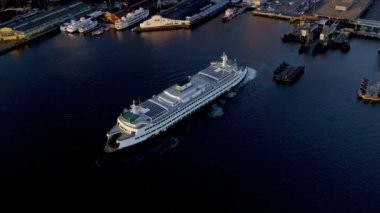 Aerial sunset view Inter Island Car ferry terminal, Seattle, USA — Stock Video
