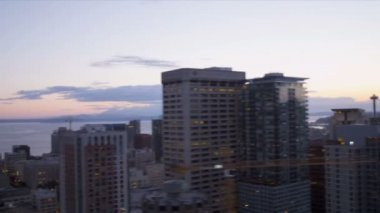 Aerial sunset view city Skyscrapers financial district Seattle, USA — Stock Video