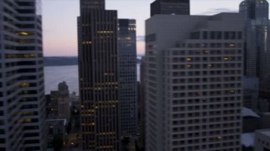 Aerial close up sunset view skyscrapers Seattle city transport system, USA — Stock Video