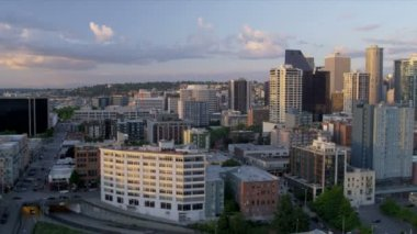 Aerial low level view sunset city office blocks and apartments, Seattle, USA — Stock Video