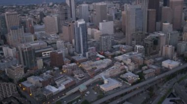 Aerial Downtown dusk view  Alaskan Way Viaduct, Seattle,  USA — Stock Video