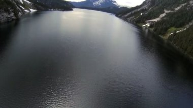 Aerial view of mountain lake in Canada — Stock Video