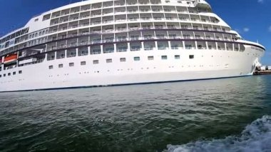 Cruise ship docked in Port — Stockvideo