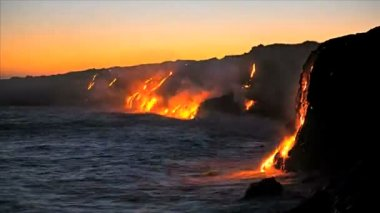 Molten lava pouring into ocean — Stock Video