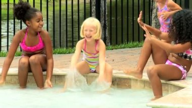 Friends playing in swimming pool — Stock Video