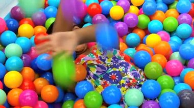 Girl playing in ball pool — Stock Video
