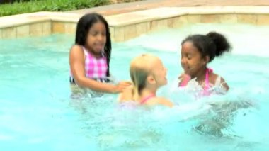 Girls playing in swimming pool — Stock Video
