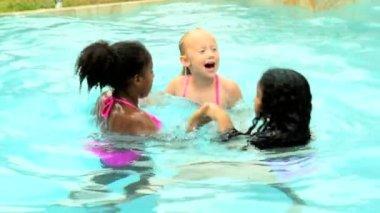 Girls playing in swimming pool — Stock Video