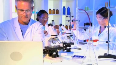 Medical and scientific research assistants — Stock Video