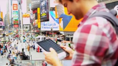 Global Traveller Enjoying Sights Times Square New York Wireless Tablet — Stock Video