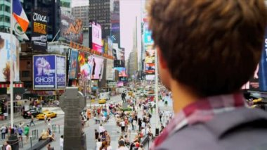Caucasian Male Backpacker Arriving Times Square USA — Stock Video