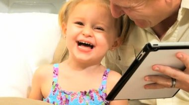 Close Up Father Daughter Online Tablet Entertainment — Stock Video