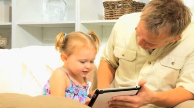 Caucasian Father Pre School Daughter Wireless Tablet — Stock Video