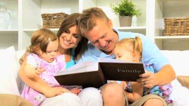Parents Young Children Photo Album — Stock Video