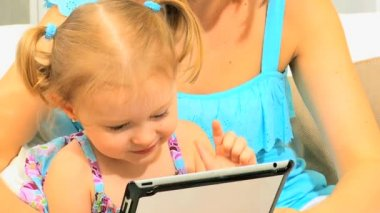 Parent Pre School Daughter Playing Wireless Technology — Vídeo de Stock