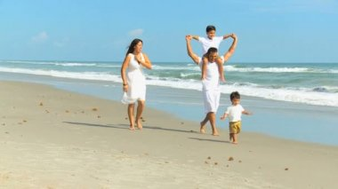 Young Hispanic Family Playing Beach Outing — Vídeo Stock