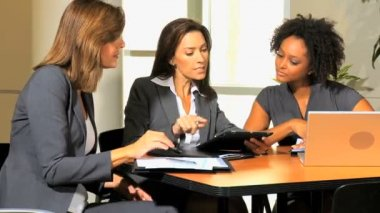 Businesswomen with tablet discussing about company strategy — Stock Video