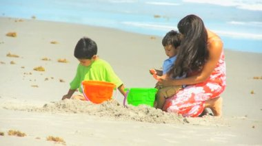 Young Hispanic Mom Sons Playing Sand Beach Outing — 图库视频影像
