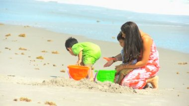 Young Hispanic Mom Sons Playing Sand Beach Outing — Vidéo