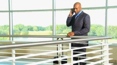 Businessman talking on phone — Stock Video