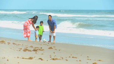 Young Hispanic Family Playing Football Beach Outing — Vídeo Stock