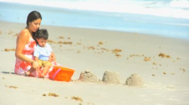 Young Hispanic Family Playing Sand Beach Outing — Vídeo Stock