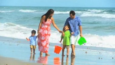 Latin American Family Beach Vacation — Stock Video