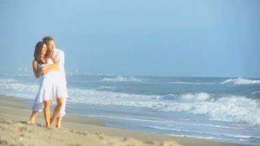Happy Caucasian Couple Dressed White Enjoying Beach — Stock Video