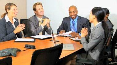 Spotkanie biznesowe w biurze — Wideo stockowe