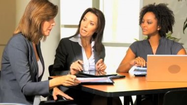 Businesswomen discussing about company strategy — Stock Video