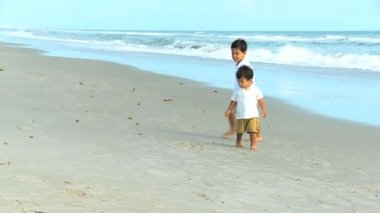 Young Hispanic Boys Playing Beach Outing — 图库视频影像