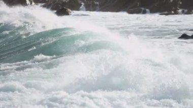 Fierce Breaking Waves Over Dangerous Rocks — Stock Video