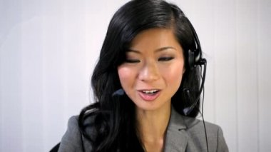 Businesswoman talking with colleagues at a distance — Stock Video