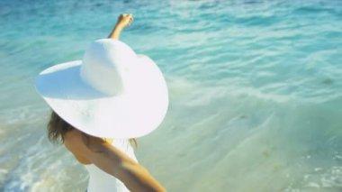 Close Up Slim Girl Swimsuit Beach Wrap — Stock Video