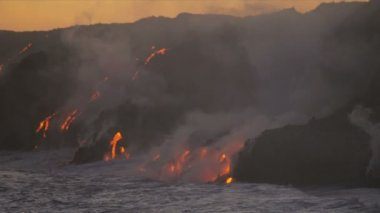 Molten lava pouring into oceans waters — Stock Video