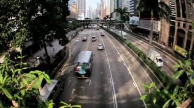 Road traffic in busy district of Hong Kong — Stock Video