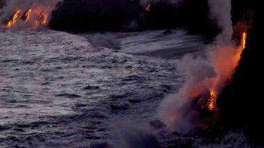 Red Hot Lava Falling Ocean Waves Hawaii — Stock Video