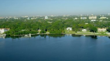 Aerial waterfront view suburbs Biscayne Bay, Miami — Stock Video