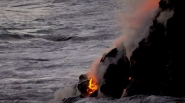 Molten lava pouring into ocean waters — 图库视频影像