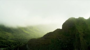 Sun glare over volcanic cliffs — Stock Video